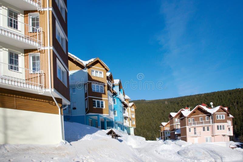 baccello Snezkou del PEC della città nell'inverno con neve, supporto di Snezka, montagne giganti di Krkonose, repubblica Ceca immagini stock