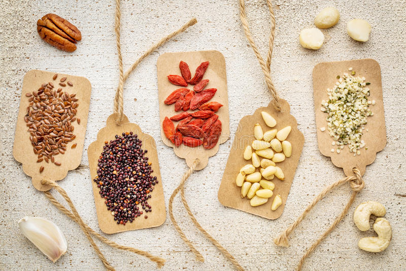 Bacche, dadi, e cereali - estratto del superfood fotografia stock