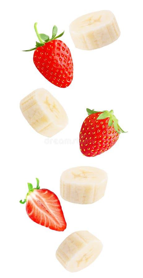 Bacche e banana fresche di caduta isolate su fondo bianco immagine stock libera da diritti