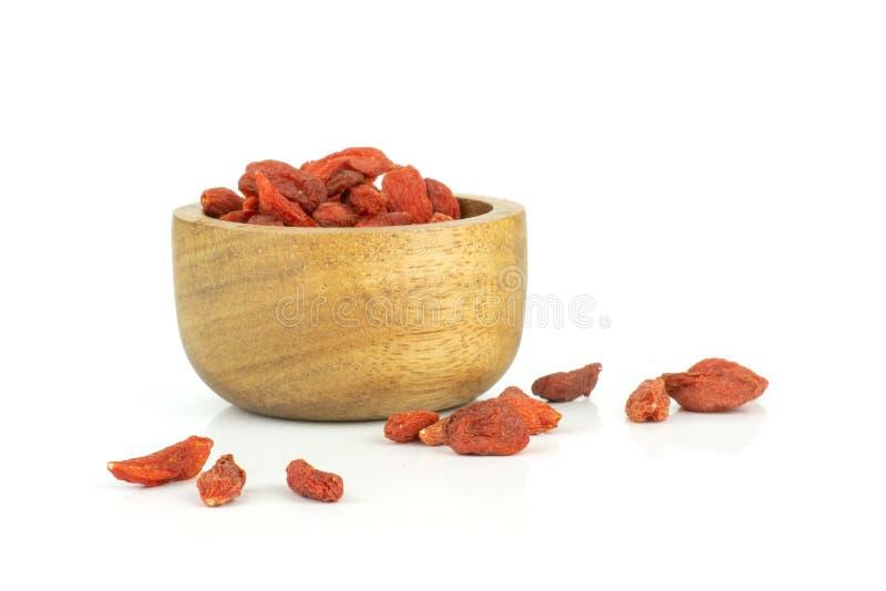 Bacche rosse secche di goji isolate su bianco fotografie stock