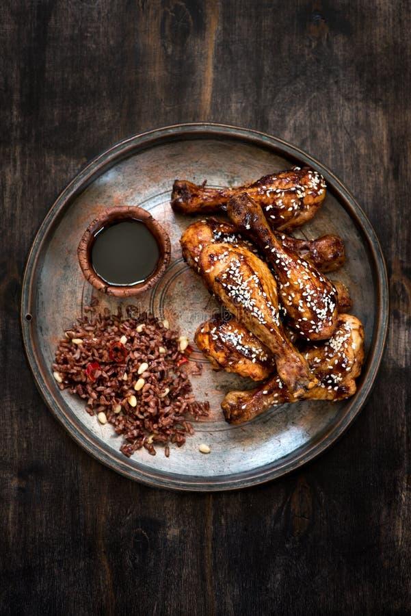Bacchetta di pollo arrostita con riso fotografia stock