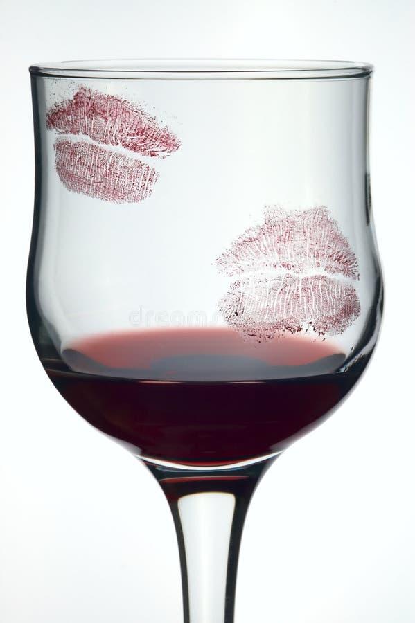 Baci su vetro con vino fotografia stock