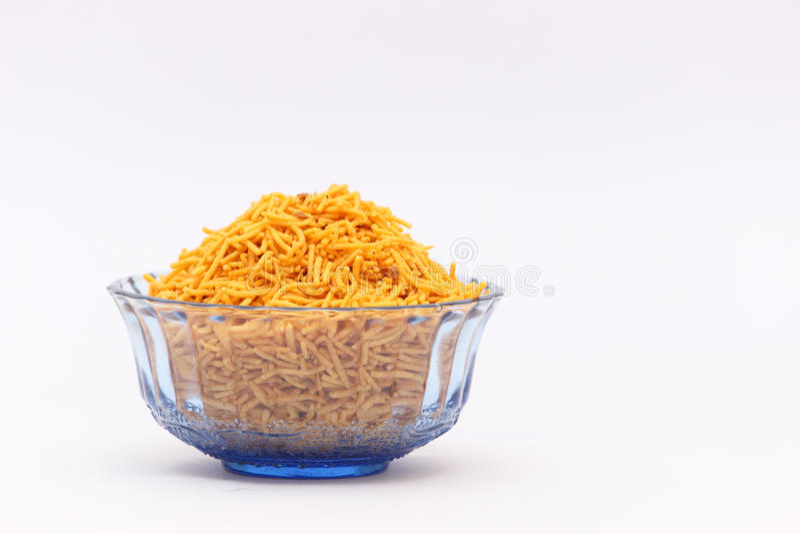 Bacia de alimento de petiscos indiano imagem de stock royalty free