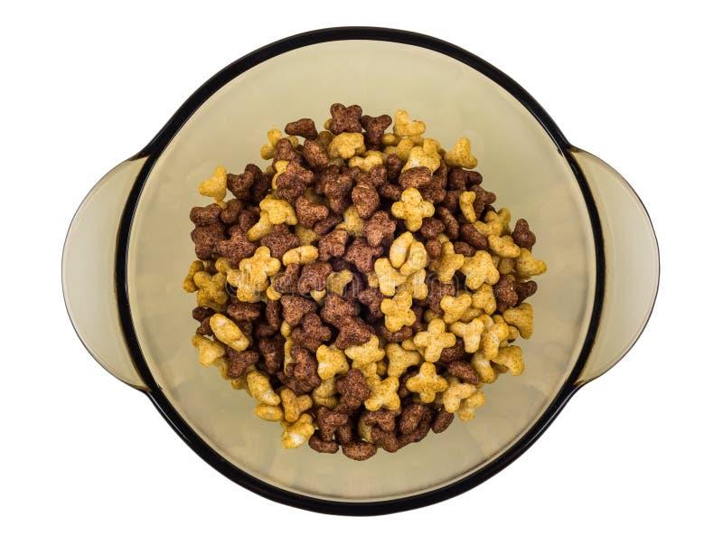 A bacia de Brown com cereais de café da manhã no formulário stars no branco foto de stock
