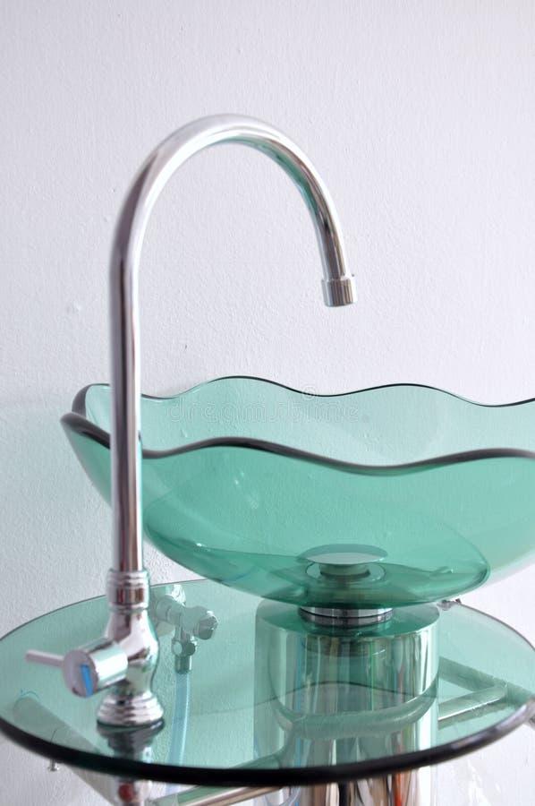 Bacia de lavagem da mão da bacia de vidro foto de stock