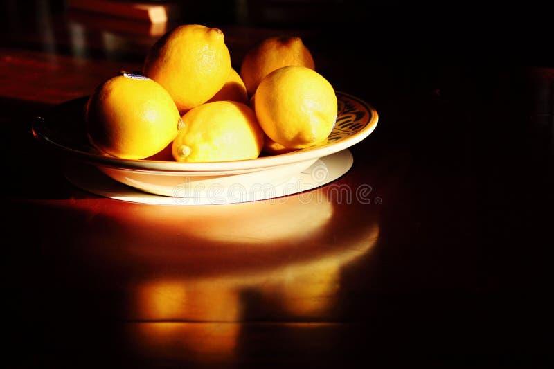 Bacia de limões frescos foto de stock