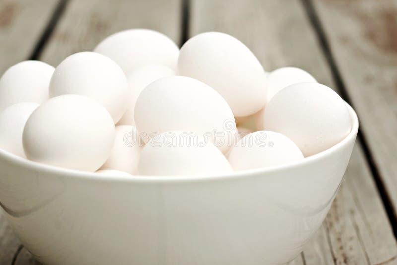 Bacia de ovos imagens de stock
