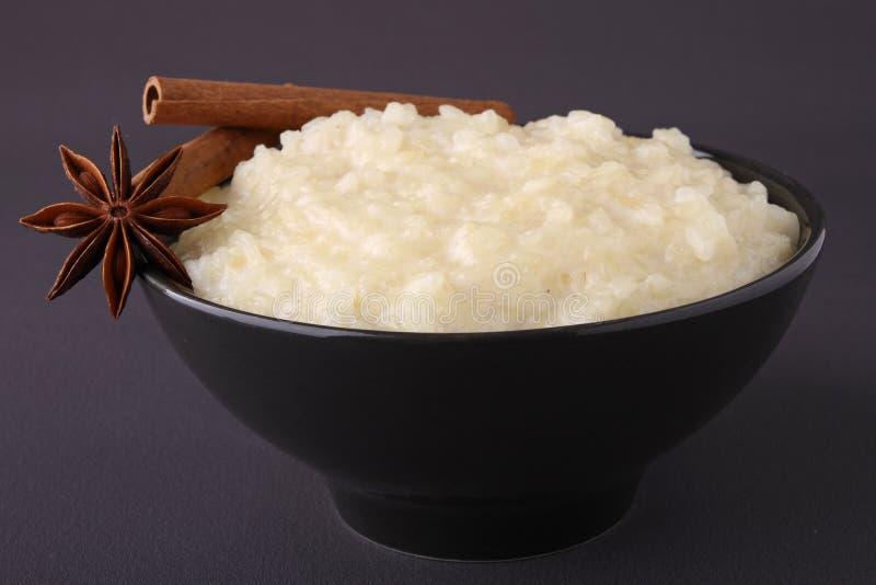 Bacia de pudim de arroz imagem de stock