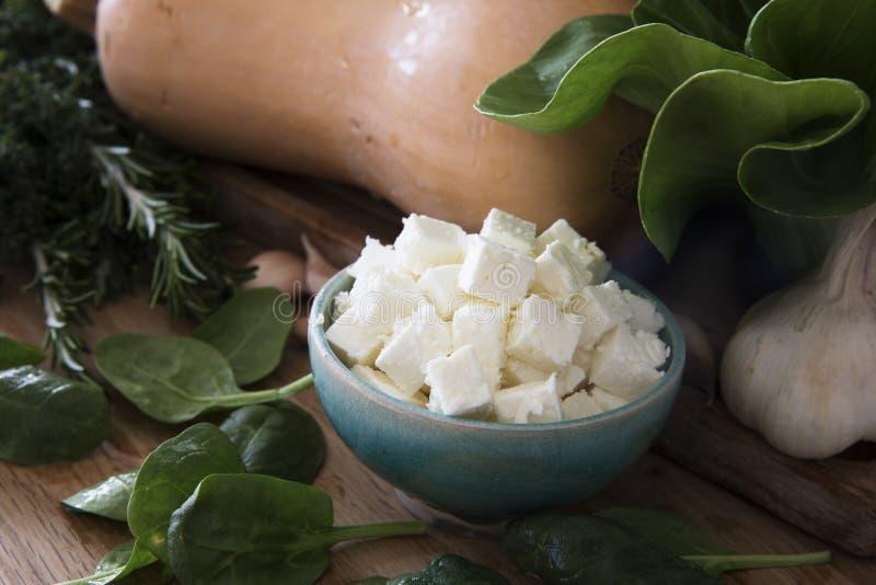 Bacia de queijo de feta fotos de stock