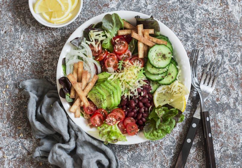 Bacia de salada crocante dos vegetais do taco Alimento delicioso imagens de stock royalty free