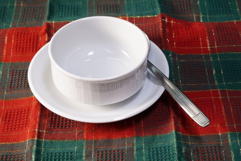 Bacia de sopa cerâmica branca vazia fotografia de stock