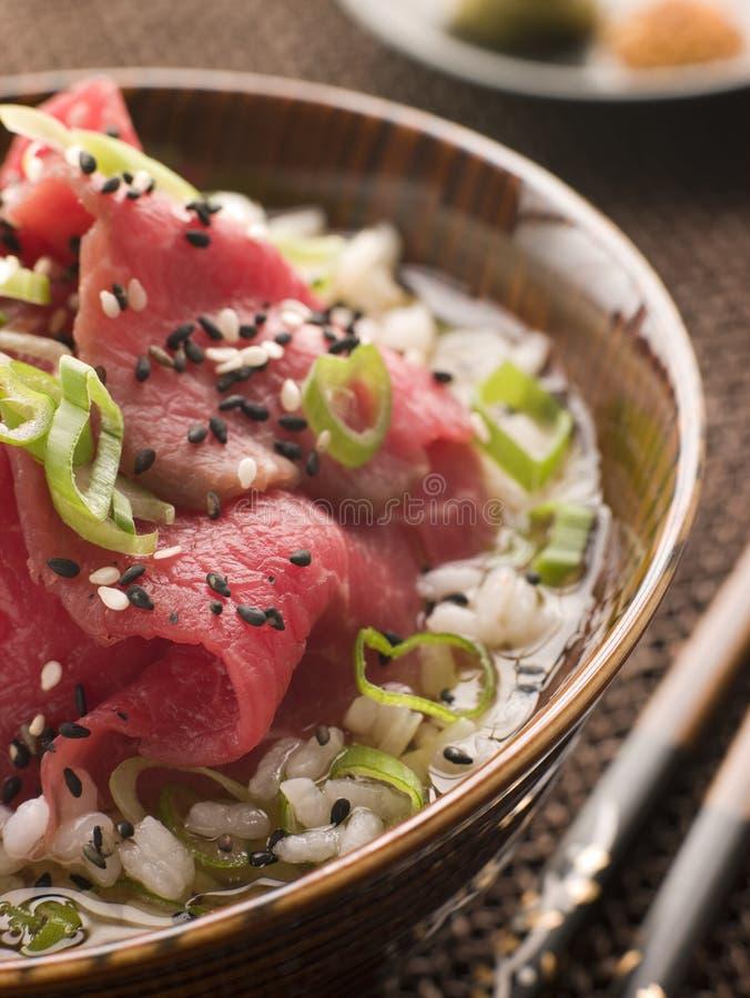 Bacia de sopa da faixa e do arroz da carne foto de stock royalty free