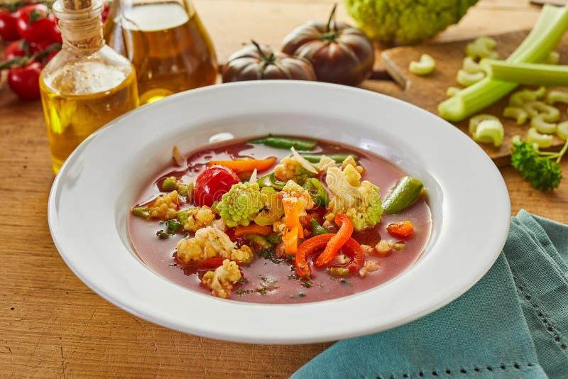 Bacia de sopa italiana saboroso do minestrone foto de stock royalty free
