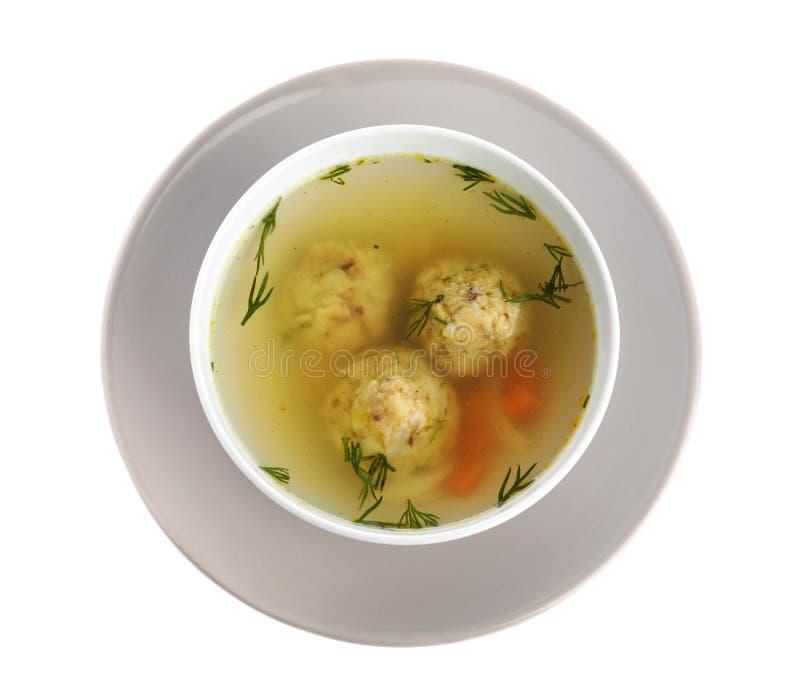 Bacia de sopa judaica das bolas do matzoh isolada no branco fotografia de stock