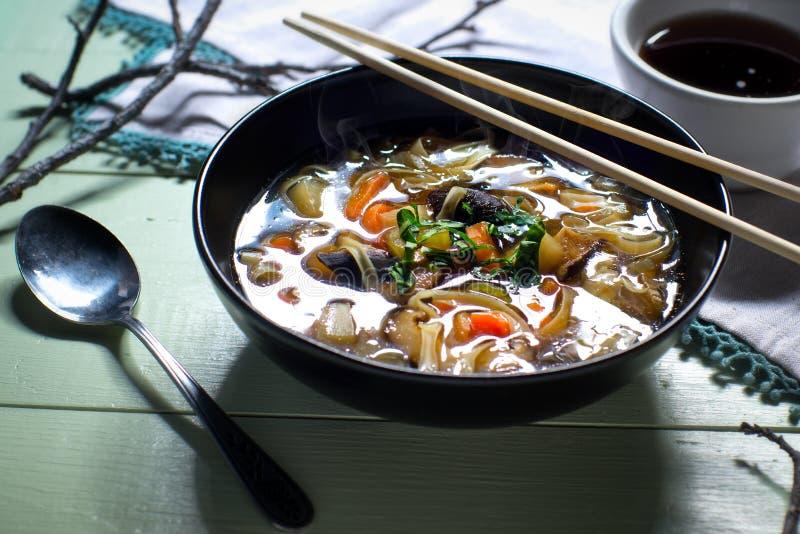 Download Bacia De Sopa Vegetal Asiática Do Macarronete Imagem de Stock - Imagem de vegan, orgânico: 65579501