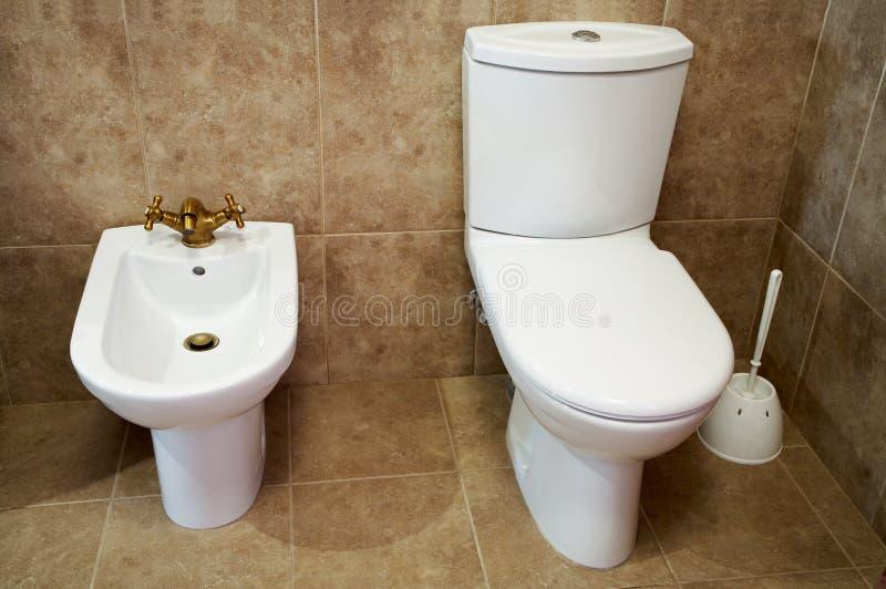 Bacia de toalete e bidet fotografia de stock
