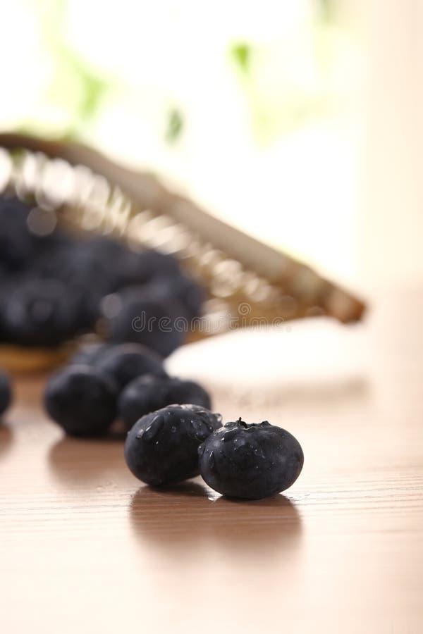 Bacia de uvas-do-monte imagem de stock royalty free