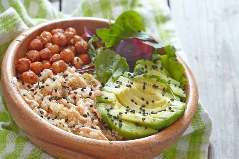 Bacia do Quinoa para o café da manhã saudável fotos de stock
