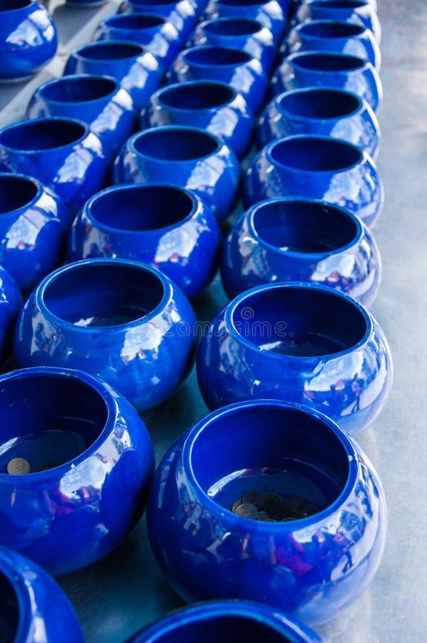 Bacia dos alms da monge azul fotos de stock royalty free