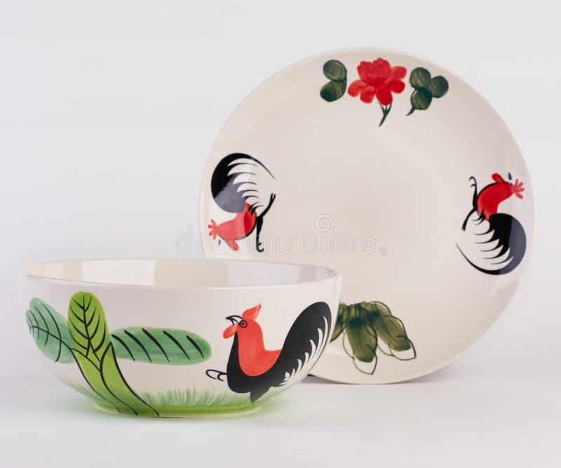 Bacia e prato de sopa cerâmica pintado à mão fotografia de stock