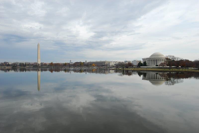 Bacia maré & monumentos da C.C. de Washington fotos de stock