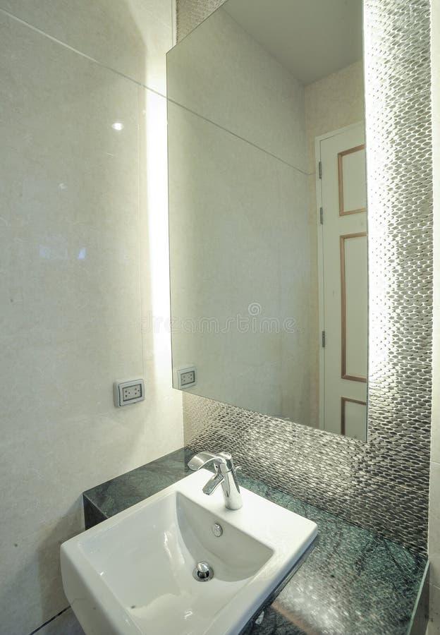 Bacia moderna em um toalete fotografia de stock royalty free
