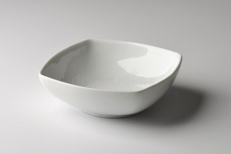 Bacia quadrada na porcelana branca fotografia de stock royalty free