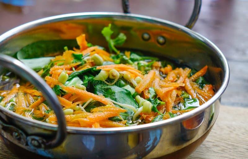 Bacia vietnamiana deliciosa do macarronete fotos de stock