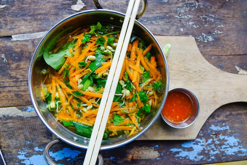Bacia vietnamiana deliciosa do macarronete imagem de stock