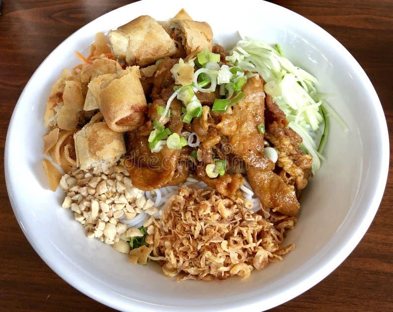 Bacia vietnamiana do macarronete de arroz do prato fotografia de stock