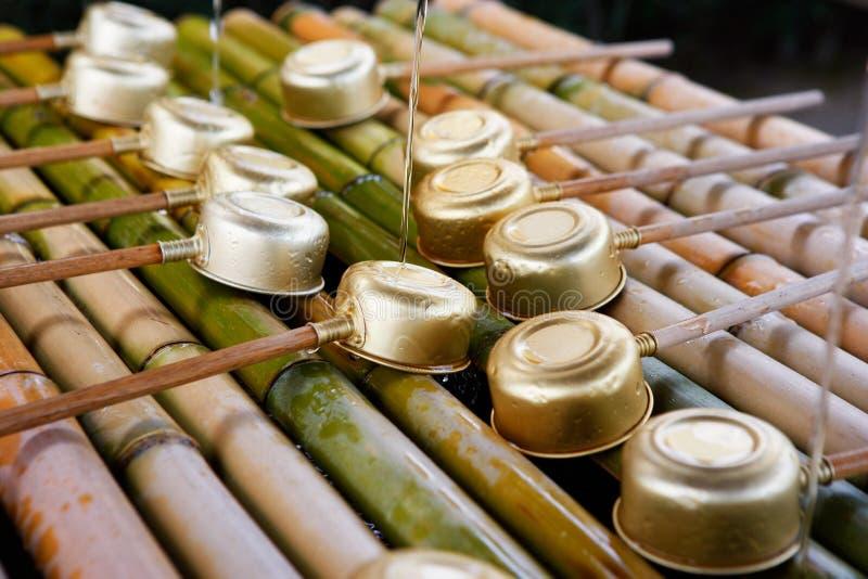 Bacia xintoísmo com Dipper fotos de stock