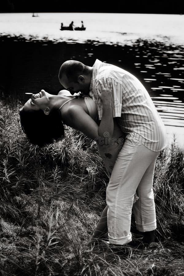 Baciare le coppie fotografie stock