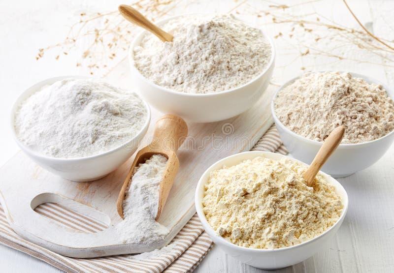 Bacias de farinha sem glúten fotografia de stock