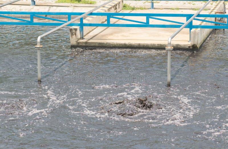 Bacino d'aerazione dell'impianto di trattamento delle acque reflue immagine stock libera da diritti