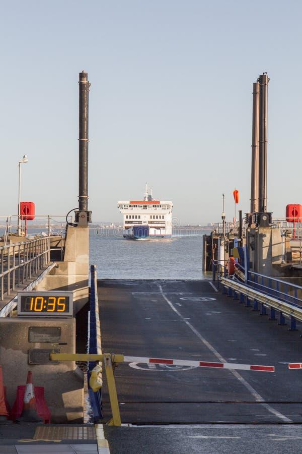 Bacino d'avvicinamento del traghetto fotografia stock