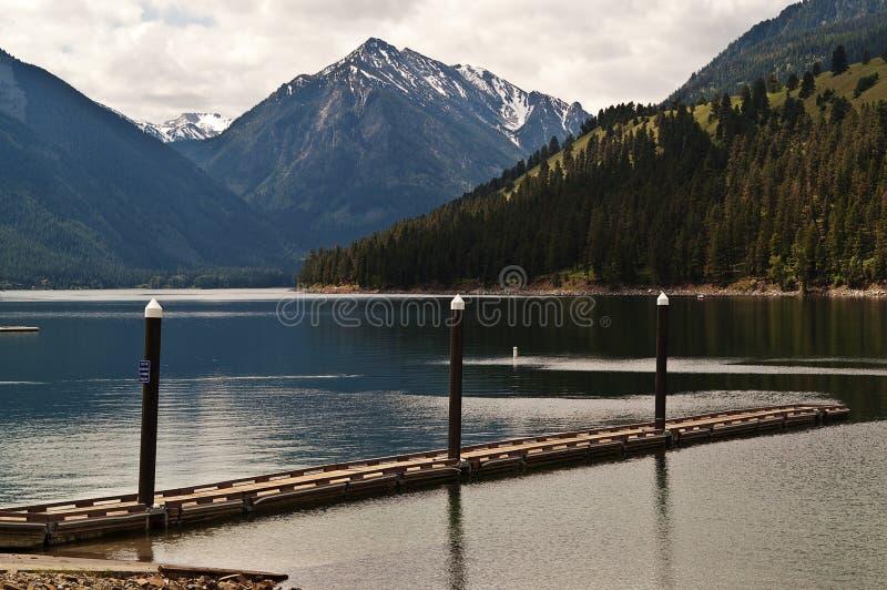 Bacino della barca sul lago immagini stock