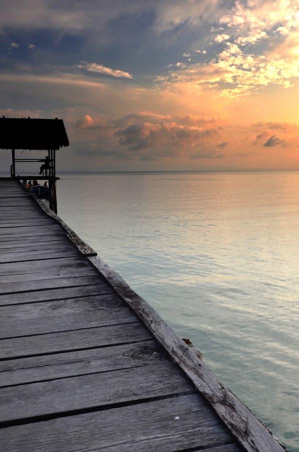 Bacino della barca sul tramonto fotografia stock libera da diritti