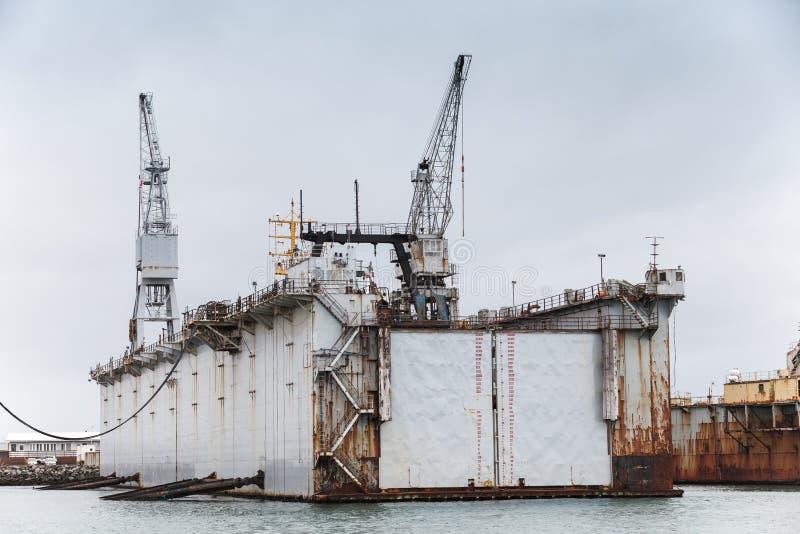 Bacino di carenaggio, cantiere navale in porto di Hafnarfjordur immagine stock