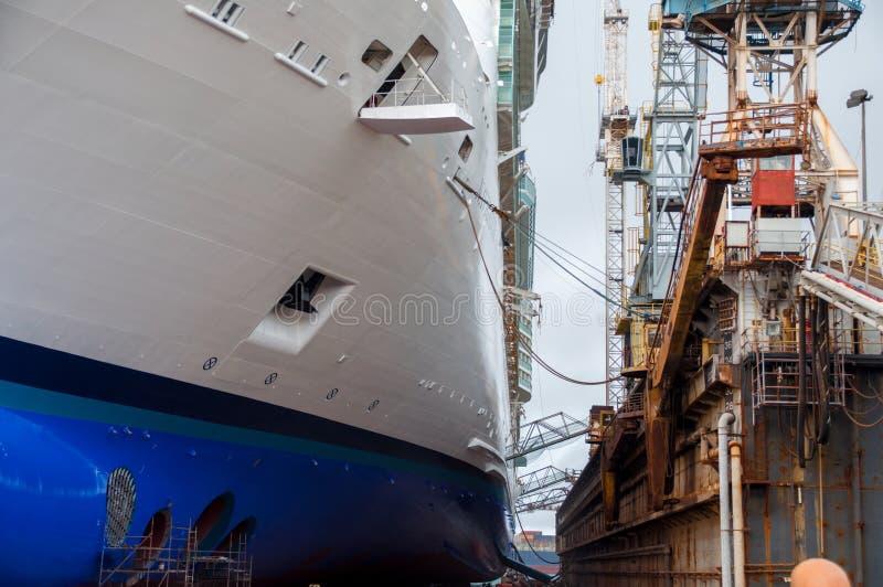 Bacino di carenaggio della nave da crociera fotografia stock libera da diritti