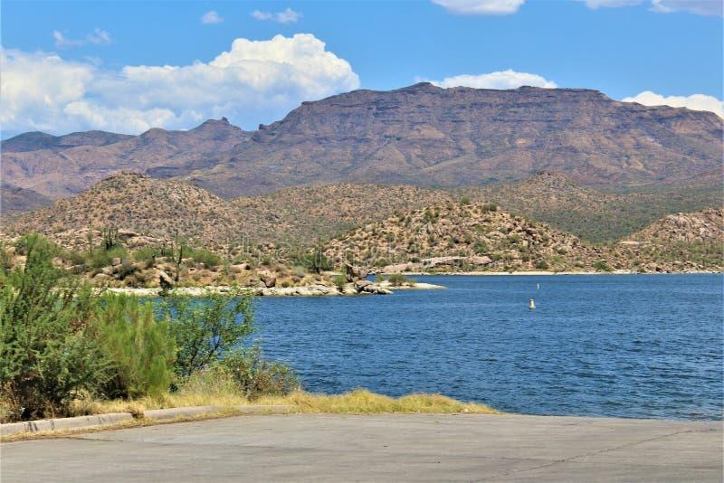Bacino idrico di Bartlett Lake, la contea di Maricopa, stato vista scenica di Arizona, paesaggio degli Stati Uniti immagini stock libere da diritti