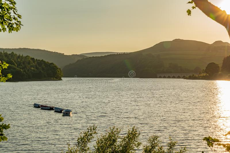 Bacino idrico di Ladybower, Derbyshire, distretto di punta, East Midlands, Inghilterra, Regno Unito immagine stock