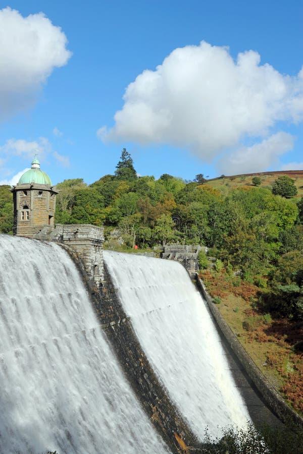 Bacino idrico di Penygarreg, valle di slancio, Galles. immagine stock