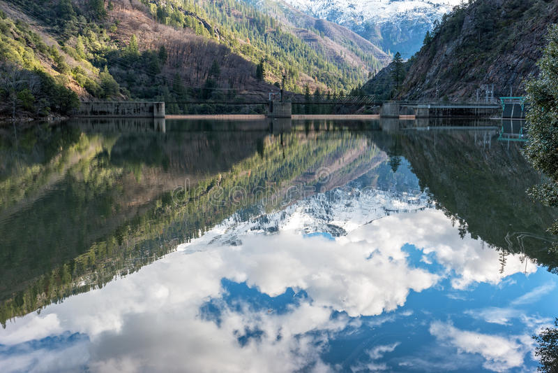 Bacino idrico di Rock Creek sul fiume della piuma immagini stock libere da diritti