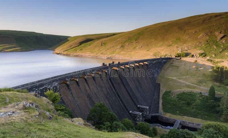 Bacino idrico e diga di Claerwen, in Elan Valley, metà di Galles fotografia stock libera da diritti