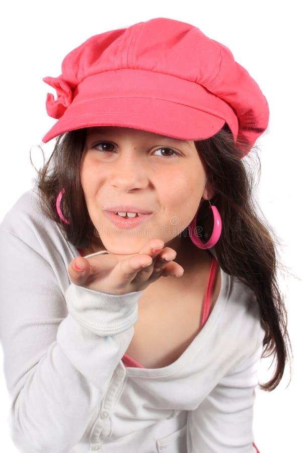 Bacio di salto della ragazza graziosa di otto anni fotografia stock