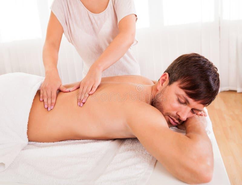 back som har manmassage royaltyfri foto