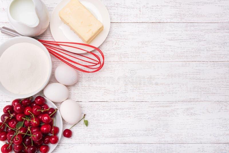 Backende Kuchenbestandteile Konzept des Kochens lizenzfreies stockbild
