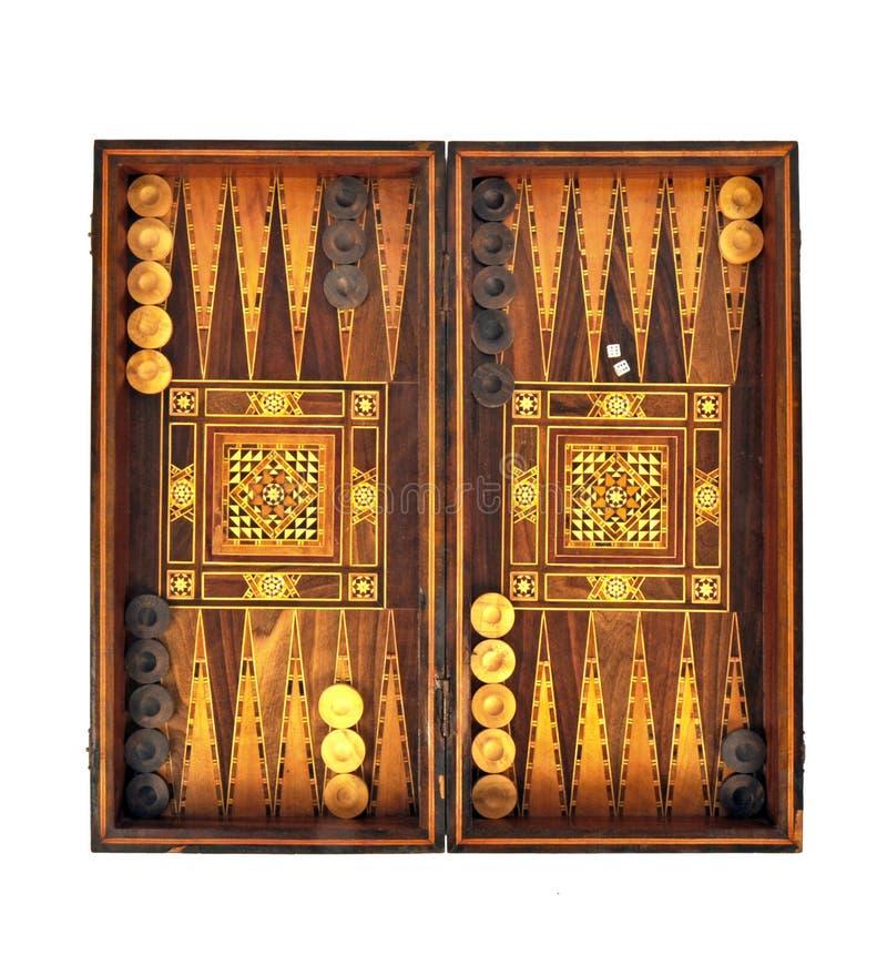 Backgammon Boordspel Witte dobbels en chips op een bord stock foto