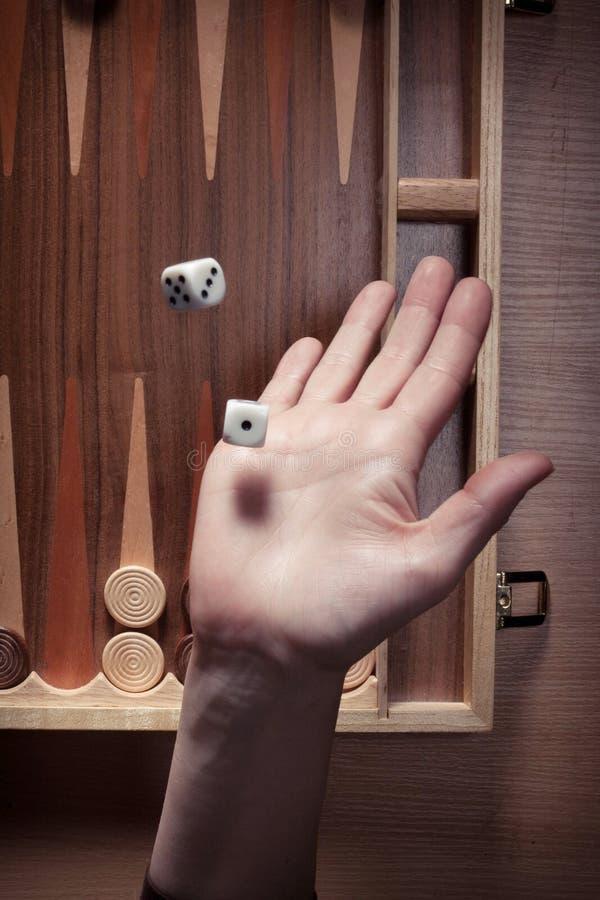 Backgammon, Würfel lizenzfreie stockfotos