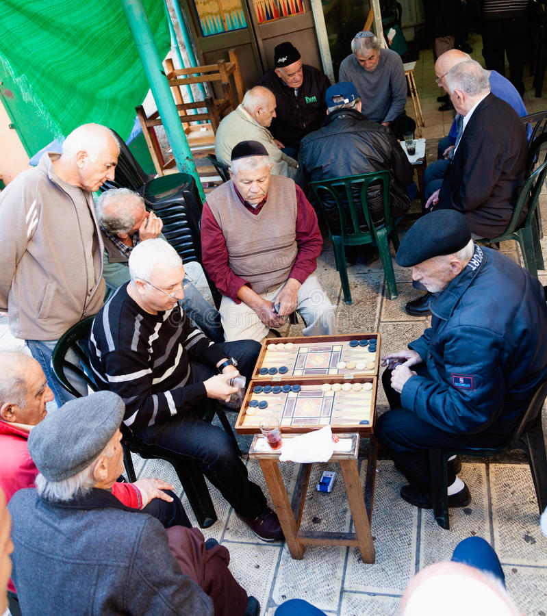 Backgammonspel stock afbeeldingen